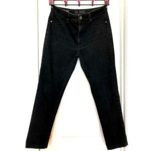 DL1961 Size 32 Jeans 4 Way Stretch 360 Com…